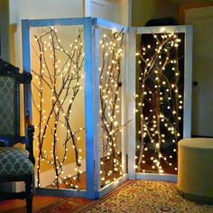 How-To: Twinkling Branches Room Divider Trees with twinkle lights really add to the cozy, festive atmosphere of a neighborhood, and now you can bring a bit of that magic indoors! Make your own lovely twinkling branches room divider with … Room Divider Diy, Divider Ideas, Divider Design, Folding Screen Room Divider, Deco Nature, Diy Casa, Branch Decor, Branch Art, Wall Decor
