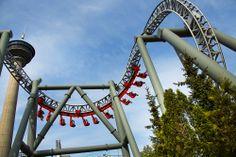 Tornadon kaksoiskobrasilmukka näyttää taivaan merkit niillekin, joiden päätä muut huvilaitteet eivät saa sekaisin. Tornado's double cobra loop will scare the living daylights out of those whom dare to ride it @ Särkänniemi Adventure Park, Tampere Finland, #sarkanniemi