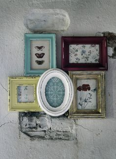 """Shabby chic never dies! - china manufactured """"shabby things"""" is on the other hand, clean death! Cadre Diy, Pallette, Photowall Ideas, Multi Picture Frames, Deco Retro, Empty Frames, Shabby Chic Frames, Collage Frames, Painting Frames"""