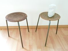2x Vintage Hocker Holz-Sitz mit Patina von WildAndVintage auf DaWanda.com