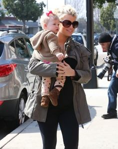 Pregnant Jessica Simpson And Her Family Stop For Mexican Food