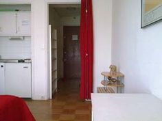 WOW. This is the EXACT apartment we stayed in whilst we were in Paris. Nice to see it's still cheap and available! Should definitely go again - it was so close to the metro and in a lovely area!