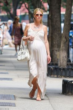 Nicky Hilton on Manhattan, July 7th, 2016 | http://www.jetradar.com/?marker=57819 #nickyhilton #pregnantcelebrity