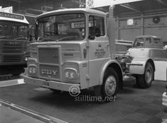 Old Truck Pictures - Chris Hodge Trucks Old Lorries, London Airports, Van Car, Show Trucks, Commercial Vehicle, Royal Mail, Classic Trucks, Old Trucks