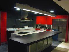 Interior design kitchen  Red, Black  Diseño interior cocina en rojo y negro