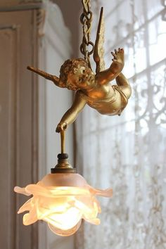 "Ancient and modern times, gently Coconfouato ""hanging lamp of antique lighting antique French Angel"" [antique lighting and antique furniture] Antique Chandelier, Antique Lamps, Antique Lighting, Chandelier Lighting, Chandeliers, Bar Deco, Diy Luminaire, French Decor, Lampshades"