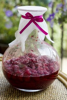 Nalewka malinowa Raspberry, Christmas Bulbs, Food And Drink, Cooking Recipes, Table Decorations, Drinks, Holiday Decor, Diy Home Crafts, Drinking