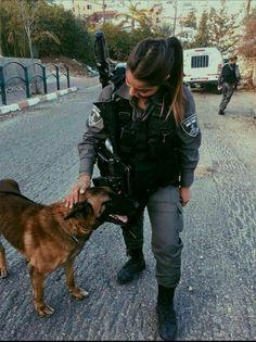 Military Women, Military Police, Israeli Female Soldiers, K9 Officer, Detective Aesthetic, Idf Women, Jobs For Women, Bad Kids, Dream Job