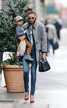Miranda : Both mom & baby are very well dressed. Fashion is always possible.