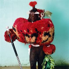 Besonders verwirrend sind die Maskeraden der Affianwan, der Ekpe und der Ekpo, die sich zum Verkleidungsfest im Dezember in der Hafenstadt Calabar tummeln (Foto von: Phyllis Galembo/Chris Boot Ltd.)