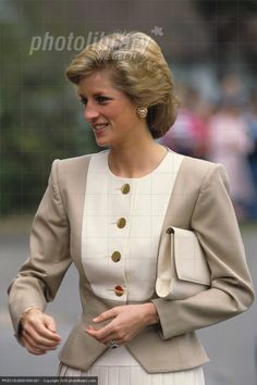 """September Princess Diana visits the National Society for Epilepsy's Chalfont Centre, Garrards Cross, Buckinghamshire"""" Princess Diana Fashion, Princess Diana Pictures, Lady Diana Spencer, Real Princess, Princess Of Wales, Estilo Real, Diane, Queen Of Hearts, Royal Fashion"""