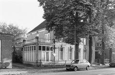Villa langs de Vullingsfabriek aan de Kapelstraat daar waar nu Albert Heijn en Verest Schoenen zijn gevestigd