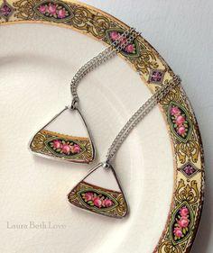 Deux correspondants pendentifs vintage Chine rose cassée Chine bijoux éclat recyclé plaque
