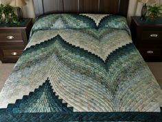 Bargello Flame Quilt -- splendid skillfully made Amish Quilts from Lancaster (hs6727)