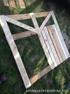 Porte d'une enceinte pour le jardin fait avec palettes 2