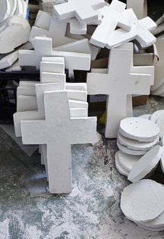 Jai Vasicek - The Design Files Clay Cross, Cross Art, Hand Painted Crosses, Wood Crosses, Mexican Colors, Diy Plaster, Cross Crafts, Crosses Decor, Candle Magic