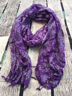 Beautiful leaf in contrasting colours scattered across this gorgeous light weight loose weave summer scarf.