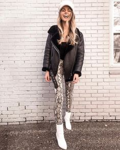 Snake Print That Make You Look Stylish Printed Leggings Outfit, Printed Pants Outfits, Legging Outfits, Tribal Leggings, Black Leggings, Chic Outfits, Fashion Outfits, Black Outfits, Night Outfits