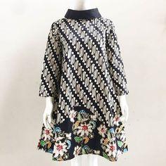 Ghanaian Fashion, African Fashion Dresses, African Dress, Model Dress Batik, Batik Dress, Batik Fashion, Hijab Fashion, Kurta Designs Women, Blouse Designs
