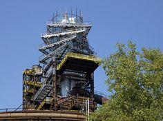 Obr. 17–18: Dokončená nástavba Tower, Cabin, Architecture, House Styles, Building, Travel, Home Decor, Arquitetura, Rook