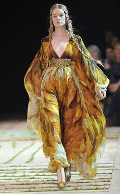 Alexander McQueen - Runway Paris Fashion Week Spring/Summer 2011