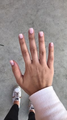 These short acrylics in the color hi-maintenance by Essie are my favorite! So na… These short acrylics in the color hi-maintenance by Essie are my favorite! So natural looking. Cute Nails, Pretty Nails, My Nails, S And S Nails, Natural Looking Nails, Natural Nails, Short Nail Designs, Nail Designs Spring, Nail Polish Designs