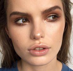 Glowy skin and bronze eyes | IG: aniamilczarczyk