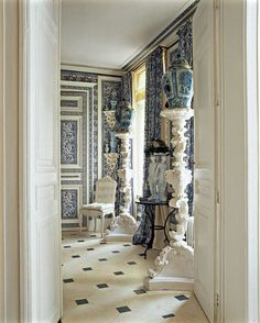 French Decorator Didier Haspeslagh Chateau In Chantilly Chinoiserie Interiors Via Amy Adams