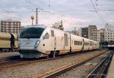 Talgo trains Spain// Talgo XXI. Fabricado en 1999 por la española Talgo y operado en la actualidad por el Administrador ferroviario español (Adif) con la denominación de Serie 355. También es denominado como Talgo BT.