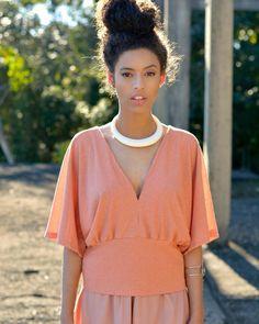Blusa Balanço saindo do forno essa semana pra você! ❤️💛 Veja todos os modelos em www.indiedenim.com.br