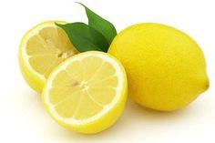 2 litre suya 1 çay bardağı sirke ve yarım limon suyu sıkarak hazırlamış olduğunuz karışımla her türlü yüzeyleri silebilirsiniz. * 1 adet limon suyuna 2 çay kaşığı zeytinyağı karıştırın. Alın size mobilya cilası! * İnatçı lekelerin üzerine limon sıkın ve 1 saat bekledikten sonra yıkamaya atın. Lekeler çıkacaktır. * Sirkeyle olduğu gibi et, tavuk kestiğiniz tahtayı limonla ovuşturarak dezenfekte edin.