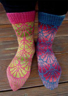 FREE pattern: Ginko Socks by Dela Hausmann Knitting Blogs, Knitting Socks, Knitting Patterns Free, Free Knitting, Knit Socks, Knitted Slippers, Knitted Bags, Skirt Pattern Free, Free Pattern