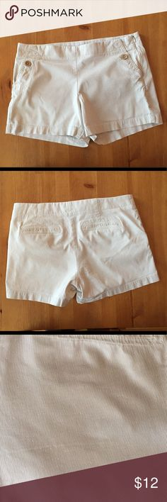 J Crew Seersucker Shorts The perfect shorts for summer, these are in great condition with only minor signs of wear. J. Crew Shorts