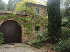 Um vinhedo na Toscana - Vinícola Mate - A vinícola de um autor best seller no mundo, que conta como foi começar uma vinícola do zero e se transformar num dos mitos da região do Brunello de Montalcino.
