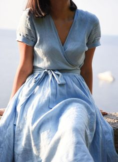 Women's Linen Dresses has never been so Surprisingly Cute! Since the beginning of the year many girls were looking for our Awesome guide and it is finally got released. Now It Is Time To Take Action! Linen Dresses, Blue Dresses, Casual Dresses, Woman Dresses, Linen Summer Dresses, Modest Dresses, Trendy Dresses, Maternity Bridesmaid Dresses, Marine Uniform