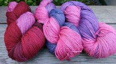 Handgesponnen & -gefärbt - Sockenwolle, pflanzengefärbt - ein Designerstück von Filz_und_Faden bei DaWanda