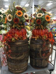 Fall Barrel and Flower Decor...these are the BEST Fall Decorations & Craft…