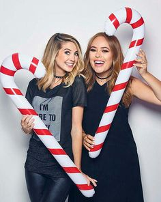 more christmas pics! but we'd have to buy these props, and I'm for anything free Zoella Beauty, Zoella Makeup, Sugg Life, Tanya Burr, Zoe Sugg, British Youtubers, Sister Pictures, Ricky Dillon, Joey Graceffa