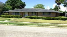 Prestigious Lamar Park Neighborhood - Priced to Sell 414 Carmel Pkwy, Corpus Christi TX 78411  As-Is  CA$H Price:  $245,000 Repairs: $50,000-60,000 Estimated ARV (After Repair Value): $320,000-350,000  Ample opportunity to make this house your home or a great investment property. This well maintained 3 bedroom, 3 full baths with oversized 2 car garage has oodles of potential. It includes a separate entrance office space attached to and in back of the garage. Also included are two separate