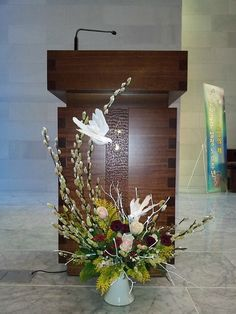 ... Alter Flowers, Church Flowers, Funeral Flowers, Funeral Flower Arrangements, Floral Arrangements, Ikebana, Altar Decorations, Christmas Decorations, Flower Chart