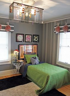 Itsy Bits and Pieces: The Bachmans 2012 Holiday Ideas House -- decorating ideas for a basketball lover's bedroom #maudelovesbachmans
