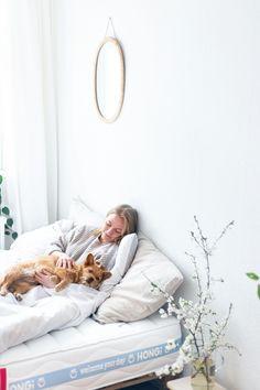 Mensch, Tier und Pflanze in Faulheit vereint! 😍 #Erholung pur für ALLE, denn HONGi Faultiermatratzen: 🌳 werden ökologisch produziert, 🐰 sind 100% vegan, 😴 passen sich an BMI, Schlafposition und individuelle Bedürfnisse an. Für erholsame Nächte, tägliches Wohlbefinden und nachhaltige Erholung. 💚 #nachhaltigkeit #schlaf #entspannung #matratze #hongidiefaultiermatratze #interieur PS: Schon vom HONGi Baumtraum gehört? -10% auf alle Matratzen, inklusive Baumspende. Code: BAUMTRAUM21 Bmi, Tier, Vegan, Laziness, Mattresses, Recovery, Plant, Feel Better, Sustainability