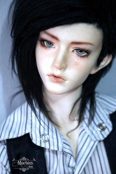 Gosh, he's so lovely. I'm totally in love :D He needs a new wig but... well... someday~! Faceup by me!