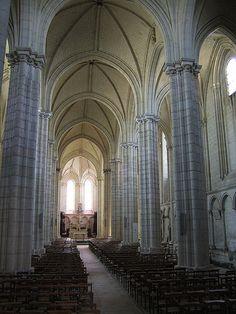 Collégiale du Puy-Notre-Dame (Maine-et-Loire) -Pays-de-la-Loire