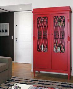 Que tal um móvel colorido para levantar o astral do seu lar? Esse bar vermelho…
