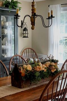 Rustic Fall Centerpieces, Table Centerpieces For Home, Centerpiece Ideas, Table Decorations, Simple Dining Table, Dining Room Table, Dining Rooms, Fall Table Settings, Thanksgiving Table