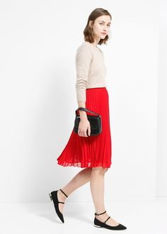 Pleated midi skirt. Follow us to see and buy the most beautiful modest fashion. www.mode-sty.com #MidiSkirt #modest #nolayering