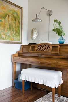 6th Street Design School | Kirsten Krason Interiors : The Story of a Room: The Finished Room. Love the slipcover on the piano bench.