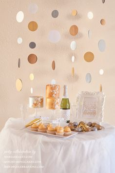 Sparkly New Year DIY Party Printable by DandPcelebrations on Etsy  www.mariahealey.com