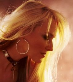 ONE OF MY FAVORITES OF DORO. SIMPLY STUNNING.